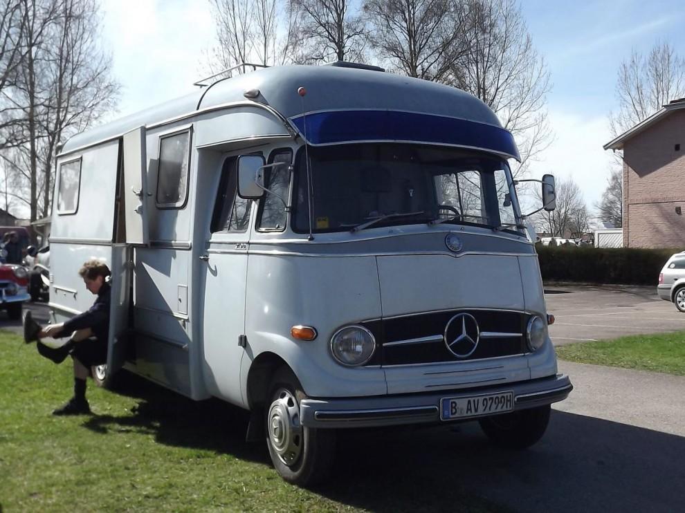 Långväga besökare från Tyskland med campingbil byggd på Mercedes 319D