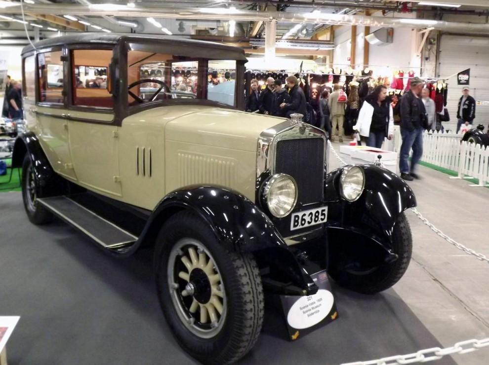 och den sista personbilen som byggdes hos Scania 1929.