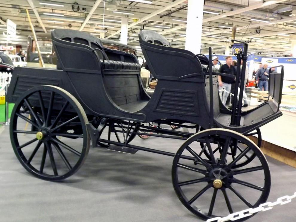 Äldst i samlingen, Vabis anno 1897 det första egentliga försöket att få igång en svensk bilindustri. Vabis slogs ihop med Scania 1911.