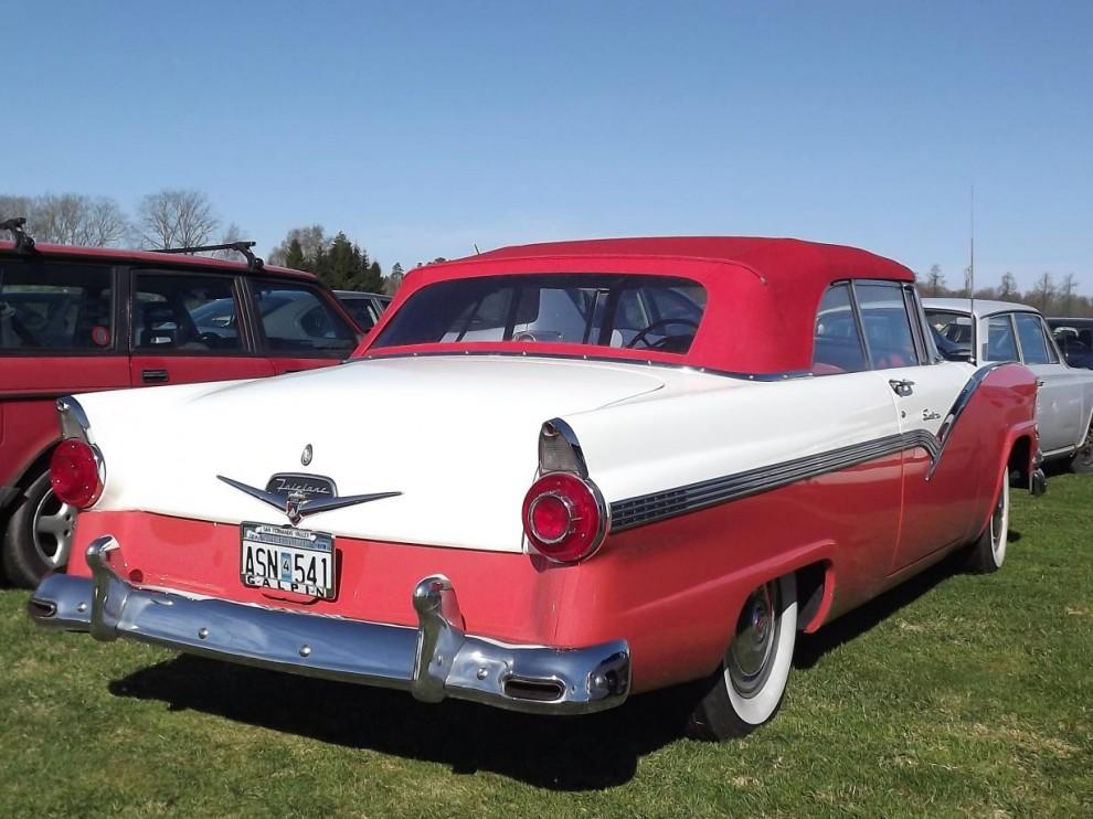 Ford Fairlane Sunliner 1956 blänker, snyggt också med färgntachande cab.