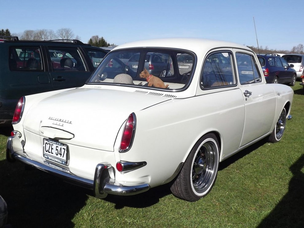 Tuff VW typ3 notchback, bär en hel del likheter i formspråket med föregående Rover, även om dom är ljusår från varandra i teknik och målgrupp.