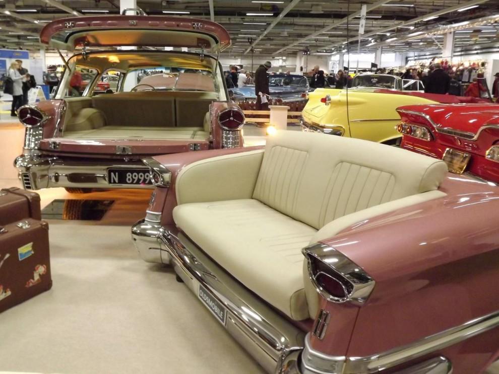 Så kan man vila lite i soffan på en Oldsmobile 1957