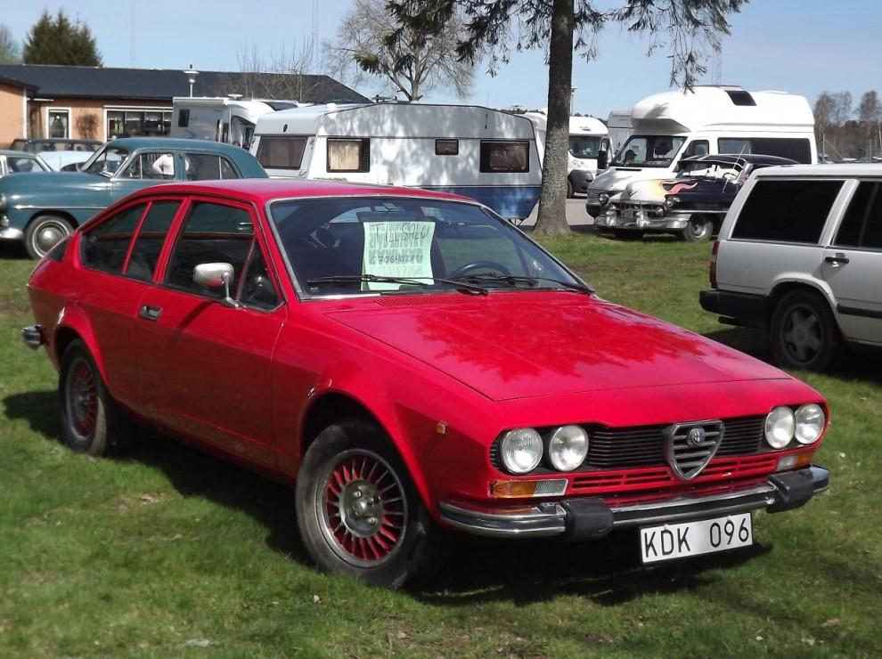 Alfa Romeo GTV 1978 stod med till saluskylt.