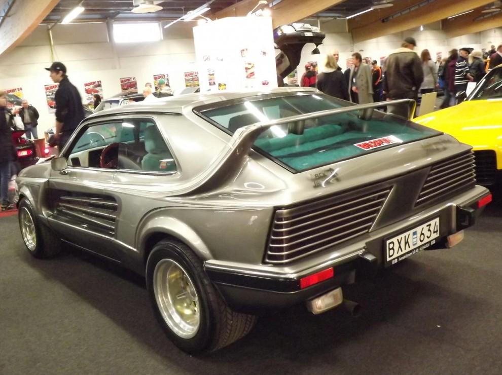 Bilbyggande ja, Bilsport startade just en bilbyggartävling där många unga talanger kom fram, och flera av dom är idag välkända yrkesmän inom gebitet. 1982 var det kungälvsgrabben Charles jacobsson, idag bosatt i Kalifornien som byggde om den här Opel Kadetten på den tidens värsta manér.