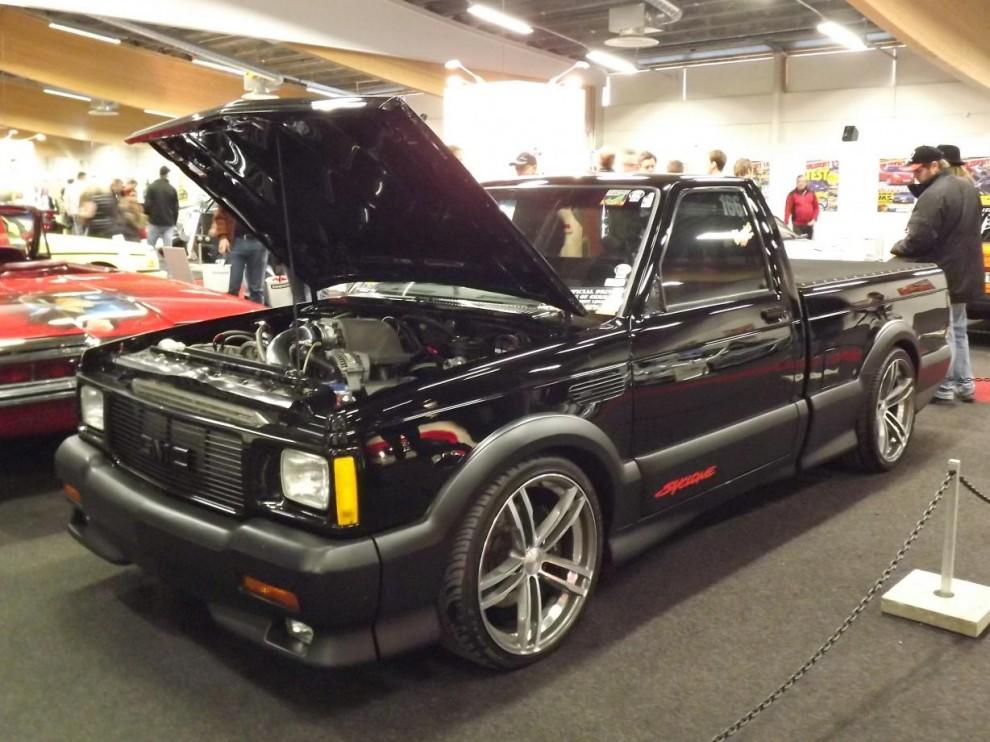 En annan ofta publicerad bil, Robert Pothorckis GMC Syclone från 1991. Syclone blev legendarisk redan som ny som den fyrhjulsdrvina pickisen som körde ifrån Corvetter, byggd i begränsad upplaga. Den här Syclonen har Robert förädlat under flera år till väldens snabbaste AWD-bil.