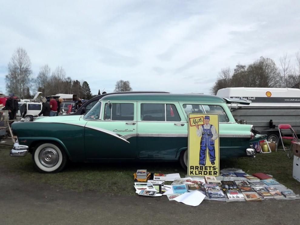 Nostalgia, böcker, skivor, reklammaterial och en Ford Country sedan 1956