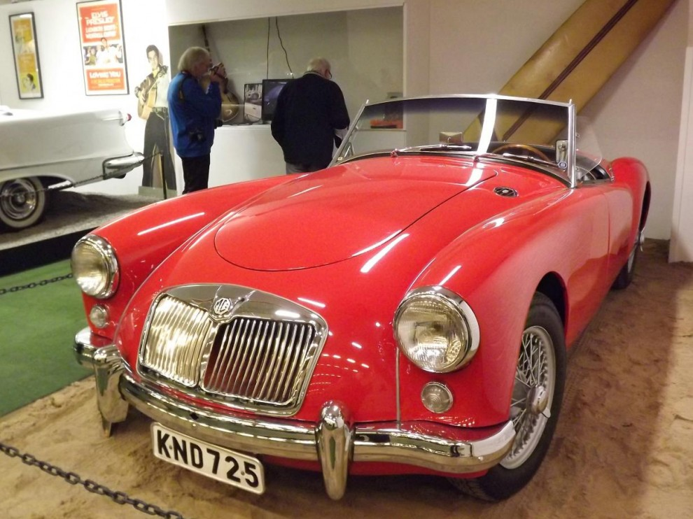 Men Custom motor show är ju inte bara stora amerikanska bilar, här en MGA 1956