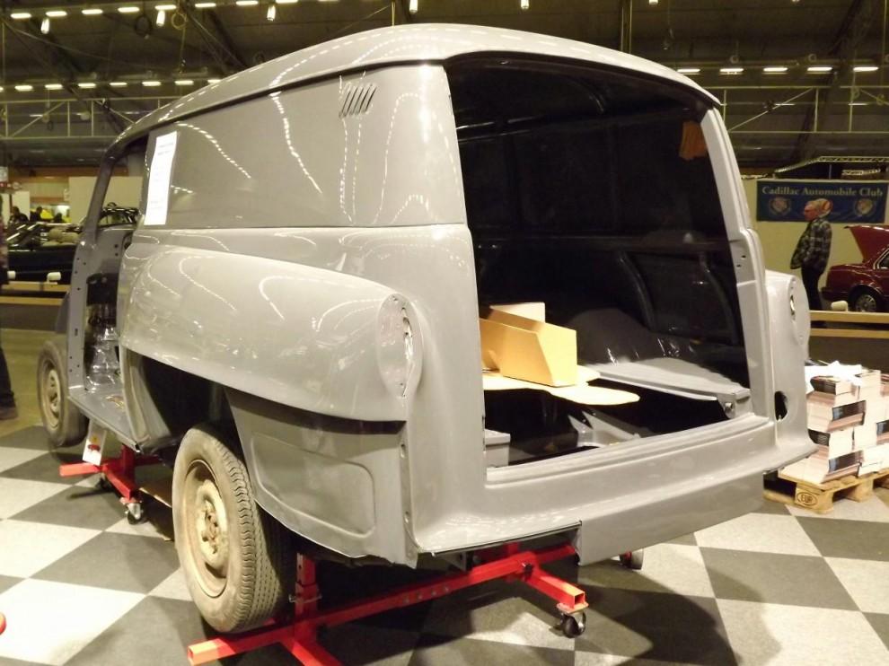 En Opel Olympia varubil håller på att sakta ta form igen.