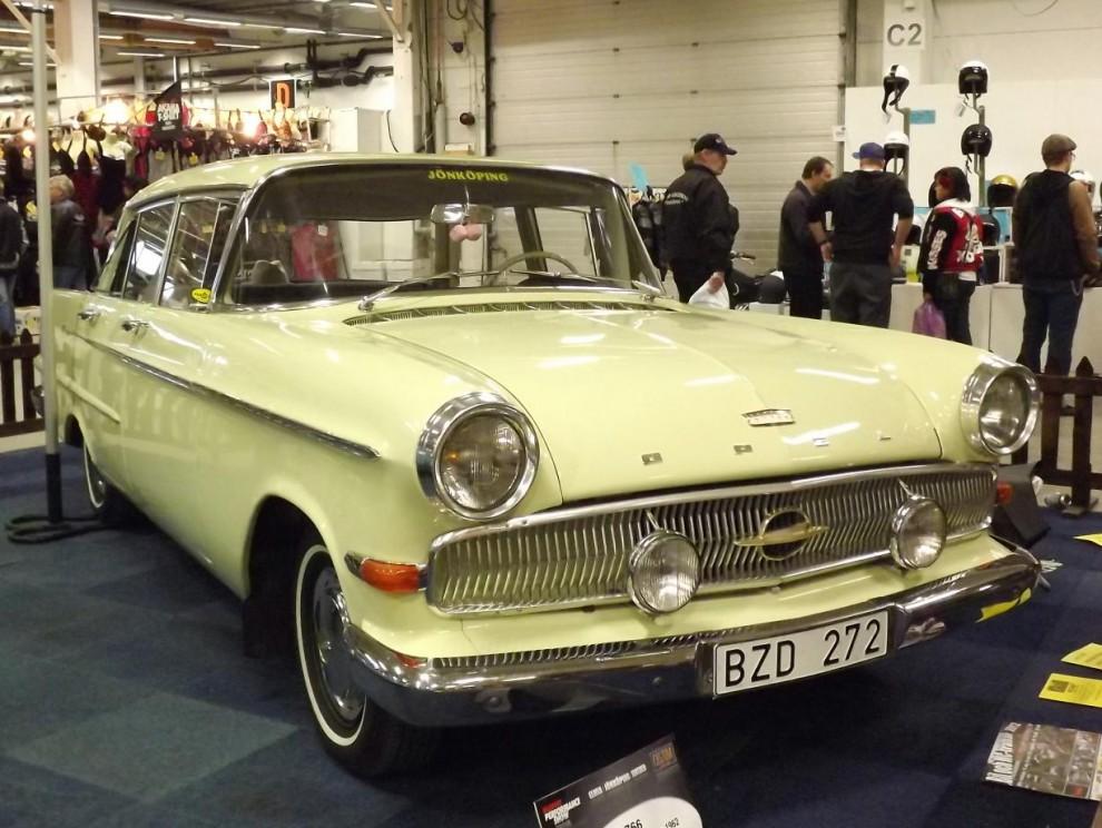 Fin Opel Kapitän hos Road Legends klubbmonter