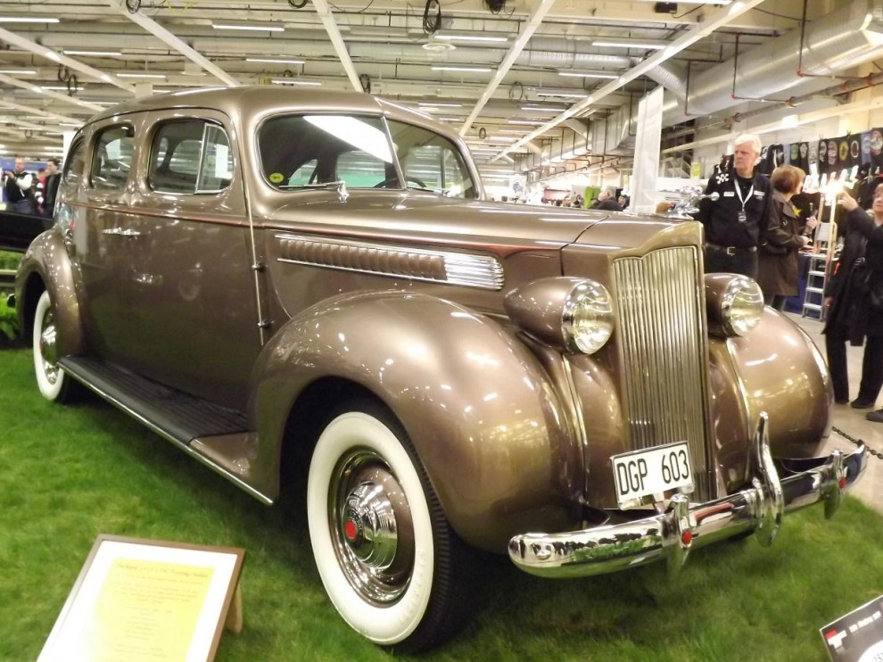 Och en Packard touring sedan från samma år