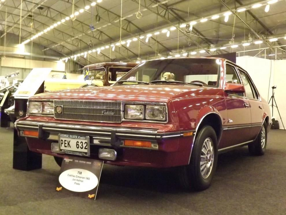 den egendomliga lill-Cadillacen Cimarron som egentligen var en förklädd Chevrolet Cavalier. Presenterades 1982 och försvann ur sortimentet 1988, sörjd av få saknad av ännu färre.