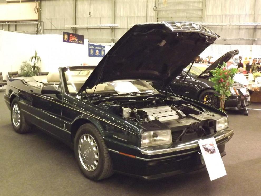 Allanté var en annan särling från Cadillac, kaross och inredning byggdes av Pininfarina i Italien, och resten sattes samman i USA. Superexklusiv och superdyr de åren den byggdes 1987-93