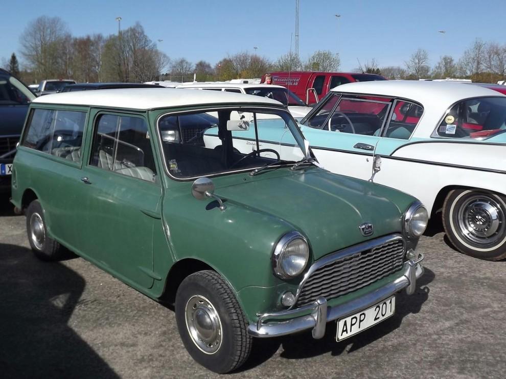 och en engelsk dio i nättare format, Austin Mini 850 från 1966