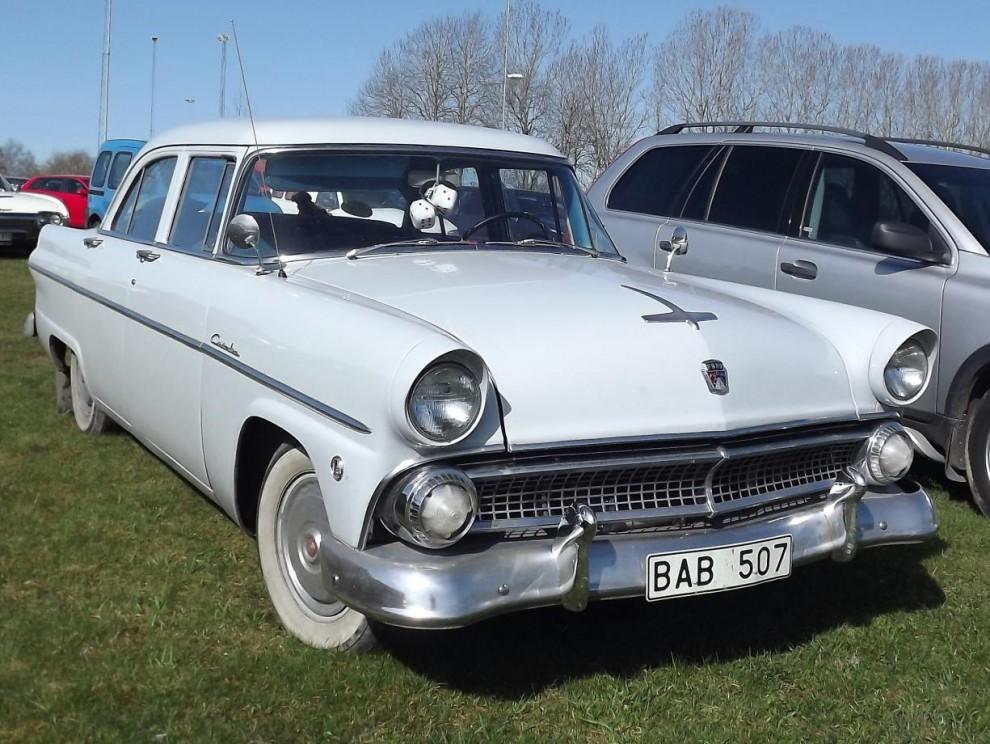 Ford Customline 1955, svensksåld i den utstyrsel desas oftast var, enfärgade och fyrdörrars.