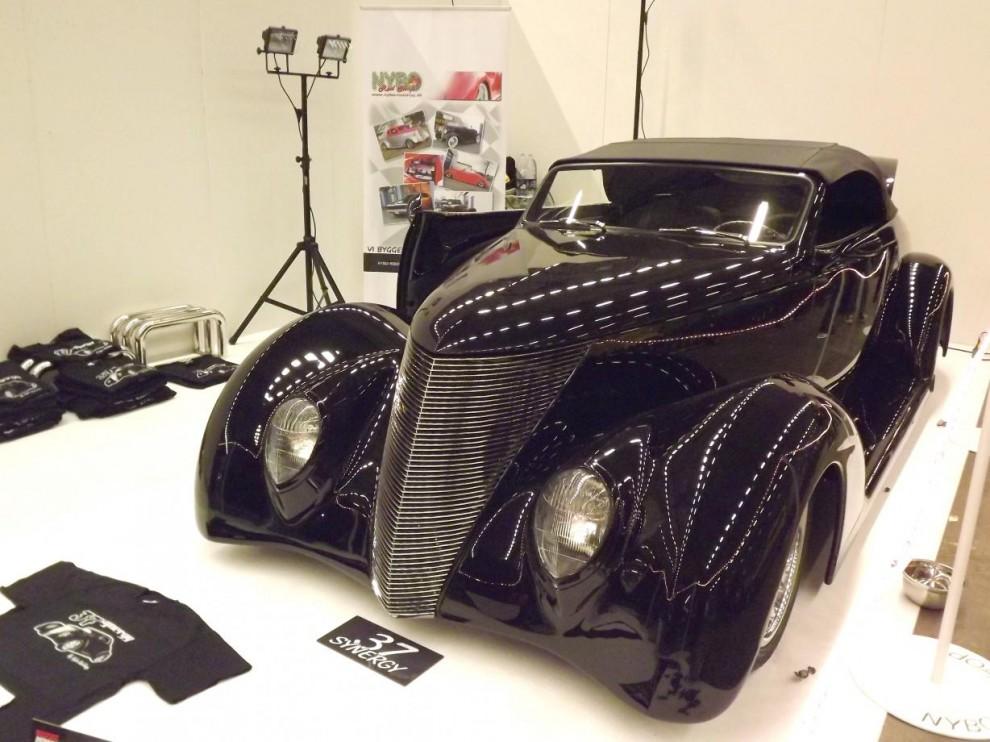 Ford 1937 i studiomiljö