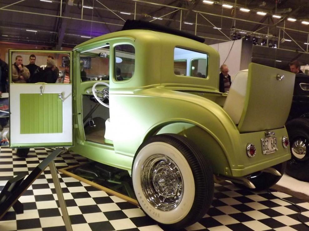 """Ford 1932 coupe i gammal stil, med fin finish och känsla för detaljer, det """"rätta stuket"""" helt enkelt."""