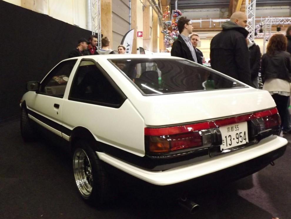 Toyota Sprinter Trueno var en av många underliga varianter i Toyotas modelldjungel, egentligen en Corolla som fick lite olika tillnamn i olika sportutföranden. Också en av väldigt få som hamnat utanför Japan. Årsmodellen är 1986.