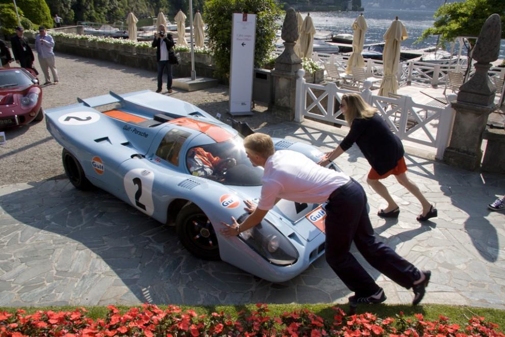 En Porsche 917 i klassisk Gulf-livery. En smula knepig bil att fickparkera.