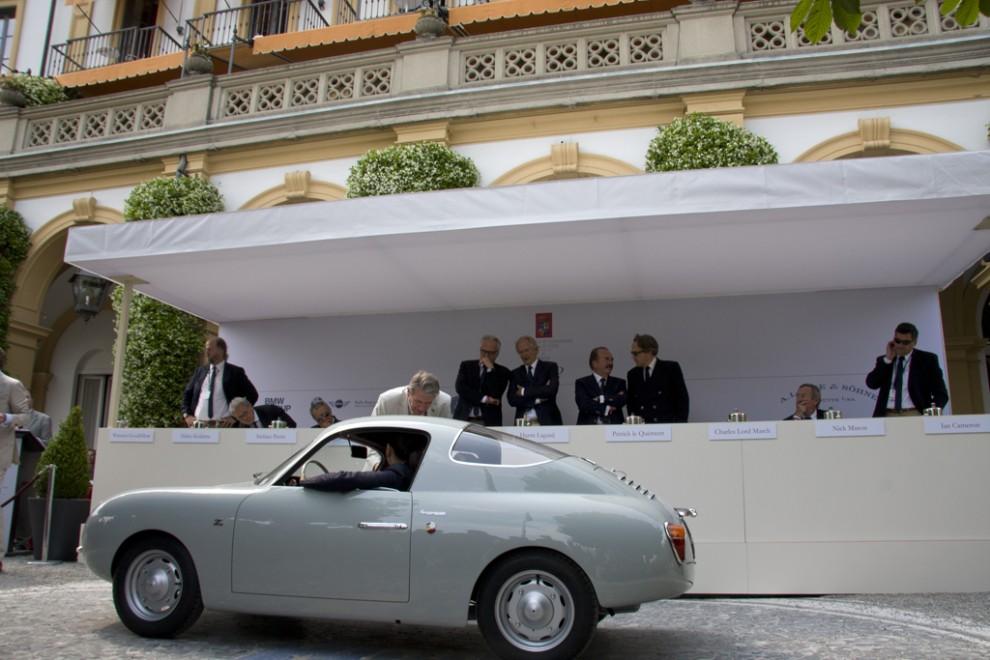 """Fiat Abarth 500 Coupé Zagato 1957. Minsta bilen, 445 kg tung, 320 cm lång och 113 cm hög. """"Racermotor på 23 hk"""", fem exemplar byggdes."""