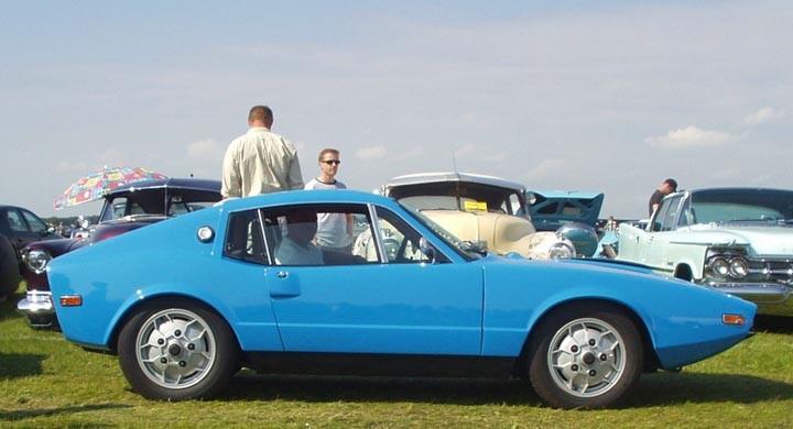 Saab Sonett kryssar fram lågt.