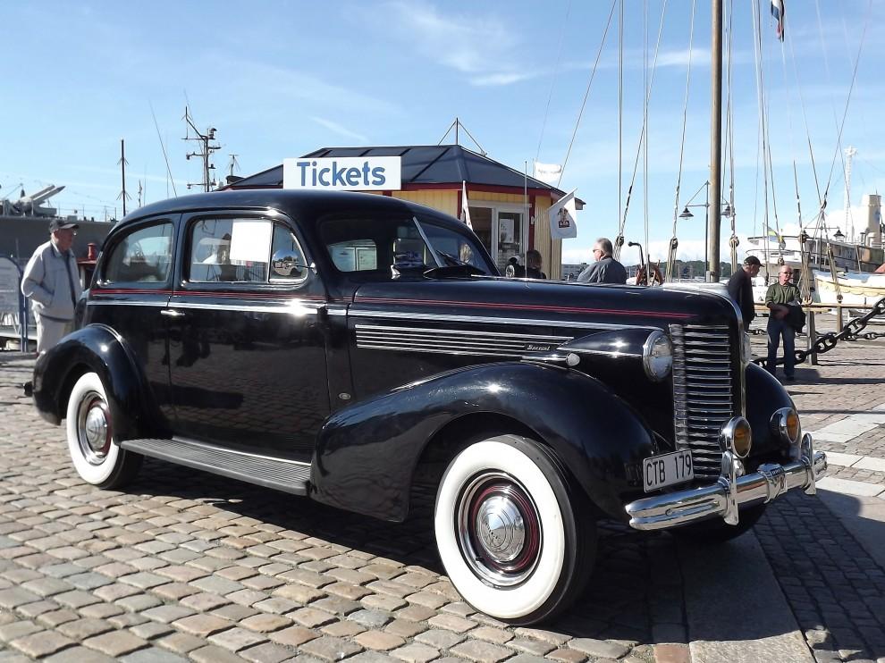 Ett av de äldre fordonen på onsdagen en mycket fin Buick Special från 1938