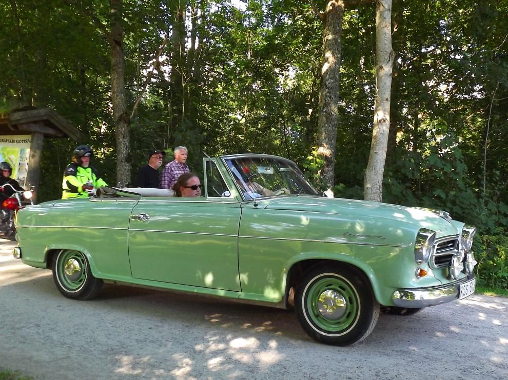 Borgward isabella cab är en rariet, c:a 400 byggdes, om denna är äkta eller inte förtäljs dock icke, men vacker är den oavsett. Förresten har vi en köpguide på just Isabellan i senaste numret 7/2012.