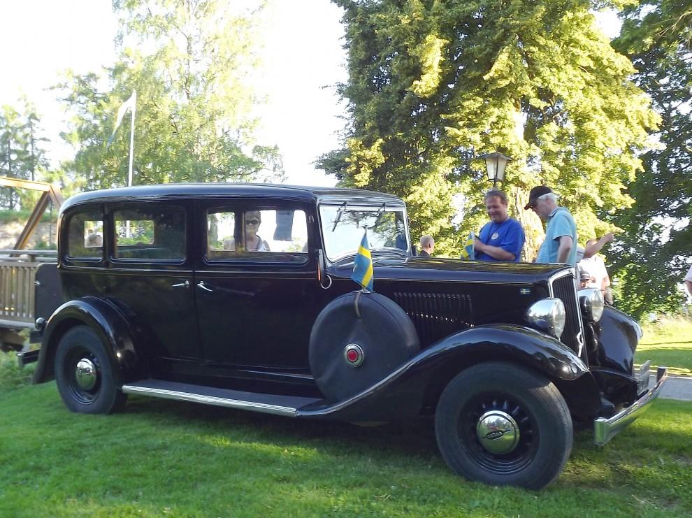 ...en Volvo TR704 från 1937, TR stod för Trafikvagn och var alltså ämnade för taxibruk, drygt 500 TR704 byggdes 1935-37.