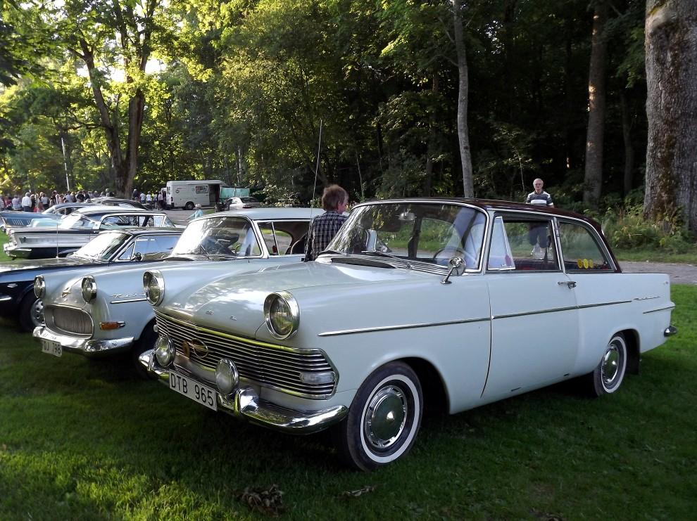 Opel rekorder i skuggan