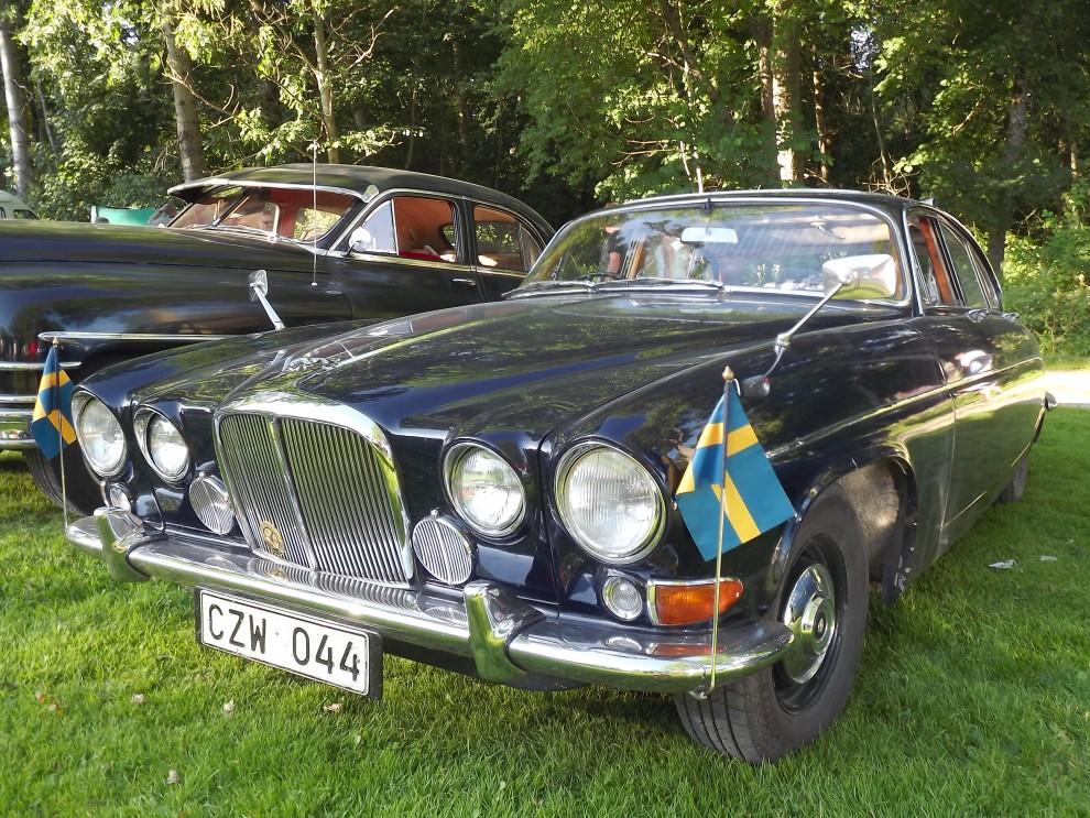 Jaguar 420G är en stor katt, närmare två meter bred och över fem meter lång från nos till svans.
