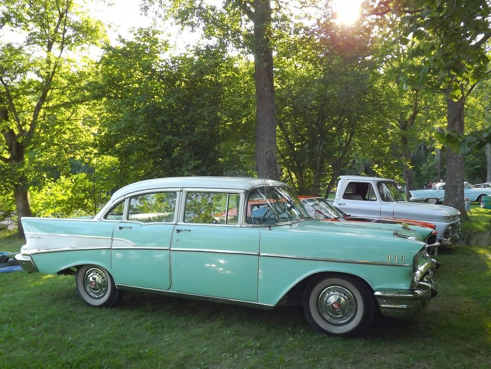 Chevrolet Bel Air 1957, för itne så länge sen ratades dessa fyrdörrarsbilar, eller blev reservdelsförråd, nu är de populära dom också.