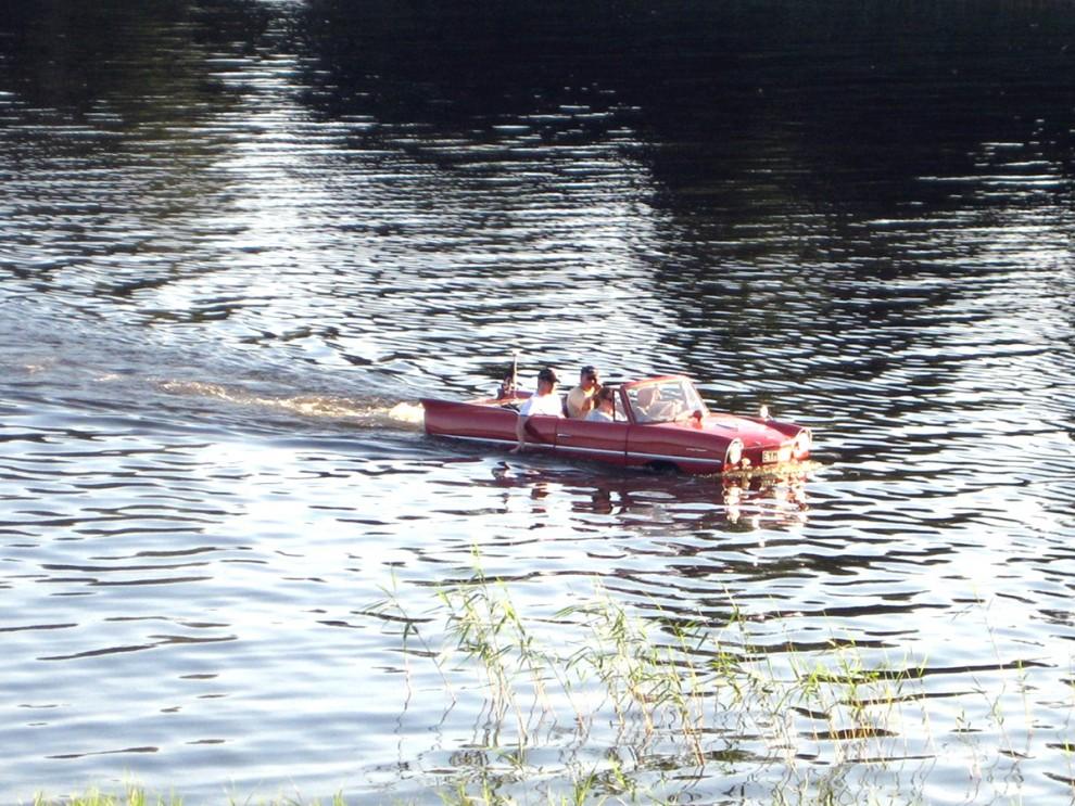 Och så visar Amphicar upp sina vågegenskaper på sjön Anten.