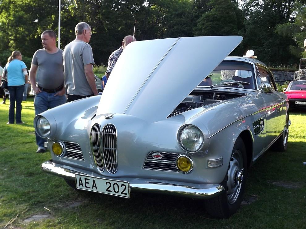 BMW 503 var ännu en av de där extra rara bilarna som gästade Gräfsnäs denna gång, denna coupé byggdes bara i dryga 400 exemplar, och just den här är dessutom svensksåld.