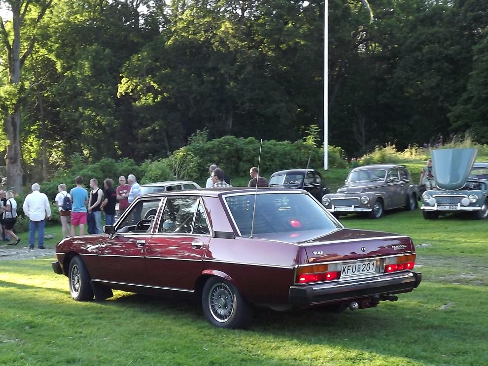 Fransk lyx av betydligt nyare snitt, Peugeot 604 från 1978. Stor-pegan var aldrig någon storsäljare här.
