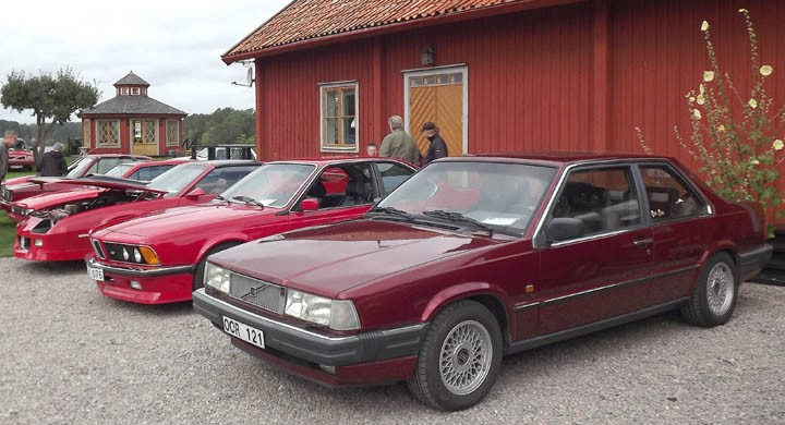 mer godsaker från Röda Torget, Volvo 780 närmast i bild.