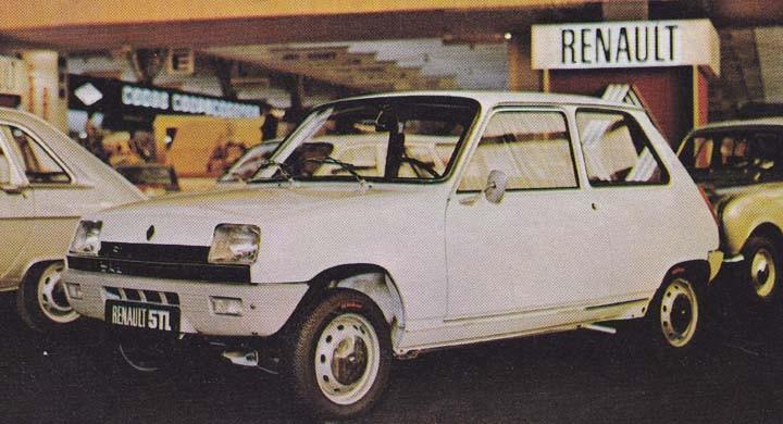Renault 5 presenterades förviss förr aåret men har redan blivit en storsäljare i Europa, nytt för 1973 är att växelspaken nu flyttat ned på golvet.