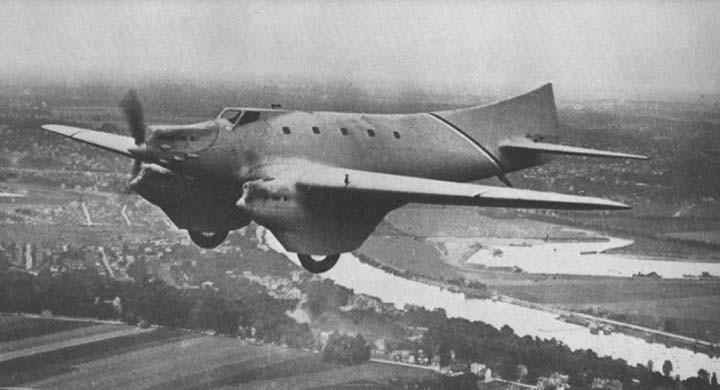 Först en flygande fena, Rene Couzinet hade en särskild design på sina flygplan, som denna Couzinet model 27. Och vad den gör i det här sammanhanget ser vi på nästa bild.
