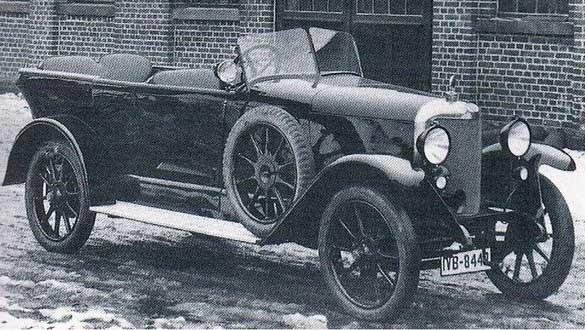Selve från Hameln 1923-29 , här med elegant tourerkaross utanför Autenrieths fabrik.
