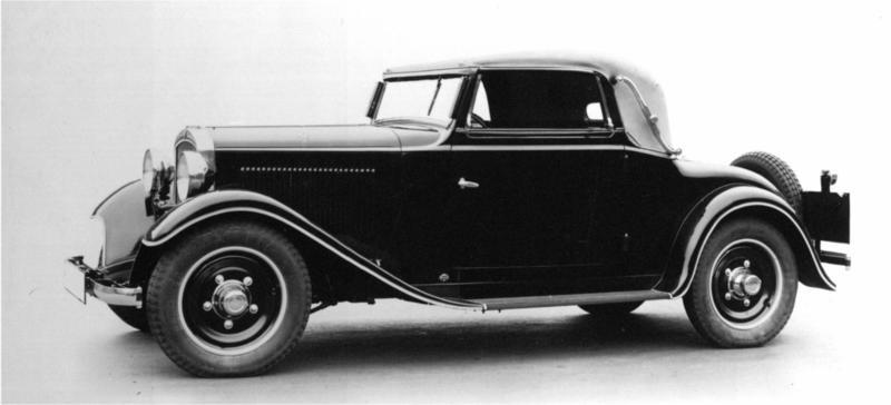 Åt Adler byggde man en del serier med cabrioletkarosser, denna Adler Primus är från 1932.