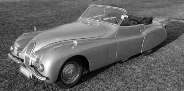 väldigt få utlänska bilar gick genom Autenrieths händer, men fyra eller fem Jaguar XK120 byggdes om med mer tyskt snitt av dom.