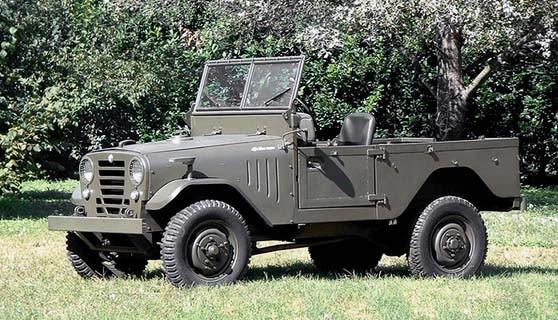 och även en Jeep, 1900M gjordes i dryga 2000 exemplar mellan 1952 och 1954.