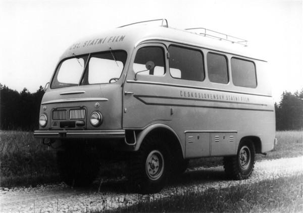 Tjeckoslovakiens motsvarighet till VW-bussen var Tatra 805, här en som specialbyggts åt statliga filminstitutet.