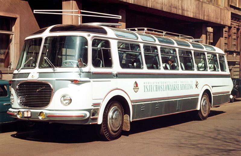 Snygg och påkostad turistbuss, också den på Skoda 706 chassi, från 1958.