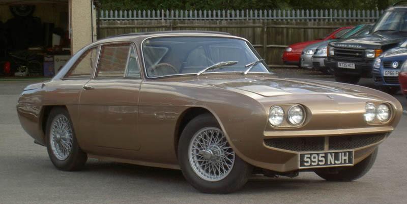 Fler än motorpressen tyckte Daimler SP250 var kräkful och försökte få bukt med detta. Ogle Design gjorde denna Daimlerprototyp SX250 år 1963. Nu blev det ingen Daimler av denna heller men känns den igen så kan det bero på att Ogle fick kontrakt med Reliant vid den här tiden och SX250 förvandlades istället till Reliant Scimitar