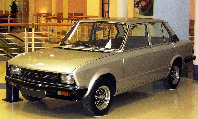Michelotti gjorde mycket deisgnjobb åt Triumph, denna färdiga prototyp visades 1971 och året efter sattes Dolomite i produktion fast den kom att se något annorlunda ut. Grunddesignen kom dock inte att kasseras för den fick ett nummer större kostym och blev Fiat 131/132