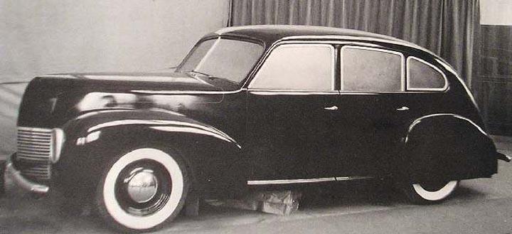 Denna design kan man vid första anblicken tro kommer från Ford då dragen känns igen hos både Lincoln och Mercury från 1939, men det är fullskalemodellen för nästkommande Volvo-modeller PV60 och PV800 som skulle lanseras under 1940. Men så kom kriget och man fick plötsligt gott om tid att göra om den. Modellerna karvades fram i trä, det skulle ännu dröja länge innan man använde formbar lera i volvos studio.