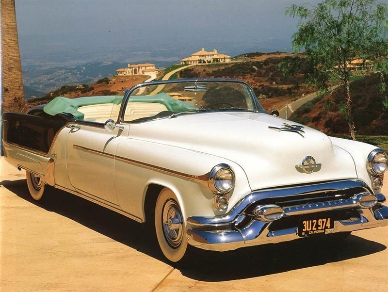 Och en helt annan fiesta, namnet dök upp första gången på den lyxiga specialmodellen från Oldsmobile 1953. Bara 458 exemplar byggdes och var mycket dyr då som nu.