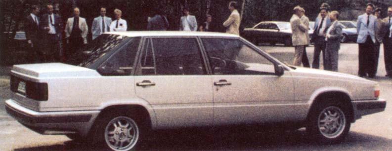 Någon gång under slutet av åttiotalet syns den här ganska futuristiska prototypen ute i det fria. Men den stora hemligheten sitter under skalet och är vid det här laget bara känd av några få invigda, den är nämligen framhjulsdriven. Detta är början till vad som senare kom att bli Volvo 850.