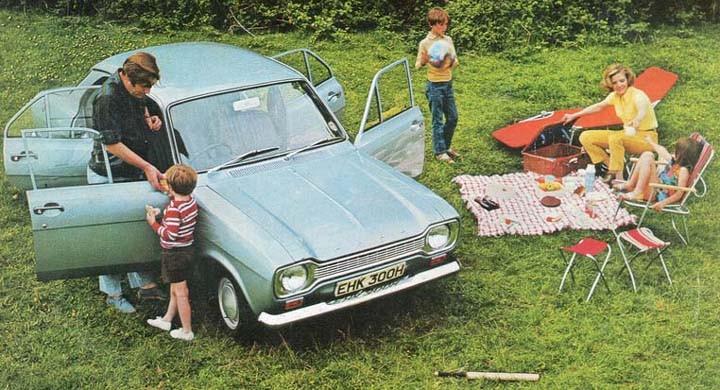 Ford Escort kom med två extra dörrar 1969, lämplig för familj och familjeutflykter.