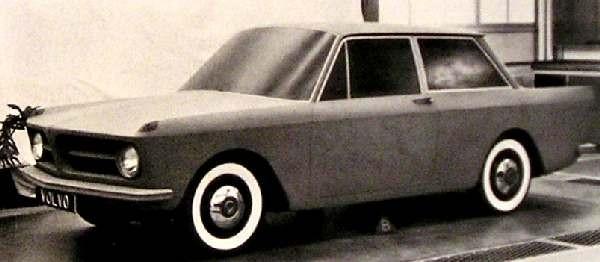 Och 140-serien i första utkast med blinkers ovanpå skärmarna som DKW F-102/Audi 60-modellerna