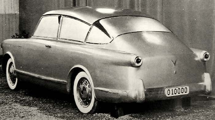 Rustan Langes förslag som arkiverats som #65 från samma tid, baklamporna är väldigt Ford-53 så. Karossen allt annat än det.